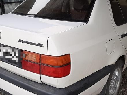 Volkswagen Vento 1993 года за 1 400 000 тг. в Есик – фото 4
