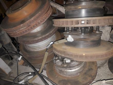 Тормозные диски на лексус ЛХ470 за 123 тг. в Алматы