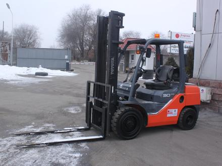 Toyota  8FG30/ 3 тонны, 4 метра, автомат 2014 года за 1 тг. в Алматы