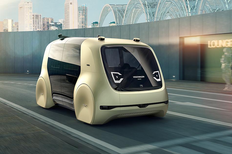 Volkswagen Sedriс. Нет, мынеошиблись. Это действительно Volkswagen. Ида, оночень странный. Посути, это автономная капсула, которая управляется голосом либо через мобильник. Очень нехотелосьбы, чтобы такие штуки стали серийными.