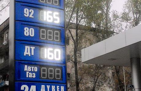 Бензин завыходные массово подорожал вомногих сетях АЗС