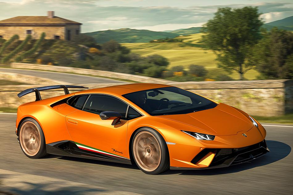 Lamborghini Huracan Performante. Если верить итальянцам, тоэта версия «Хуракана» с640-сильным мотором способна объехать наНюрбургринге даже Porsche 918Spyder.