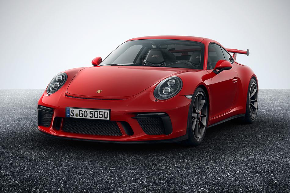 Porsche 911GT3. Рестайлинговый спорткар наконец-таки получил механику вкачестве опции. Иэто главное. Ановый 500-сильный 4-литровый атмосферный мотор, который крутится до9000, лишь приятный бонус.
