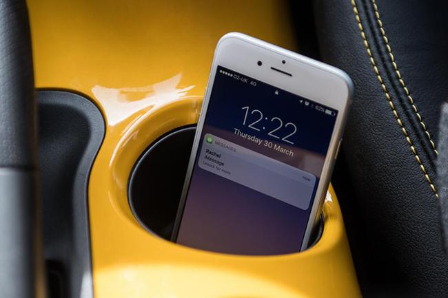 Ниссан создал «Клетку Фарадея» всалонах авто для мобильных телефонов