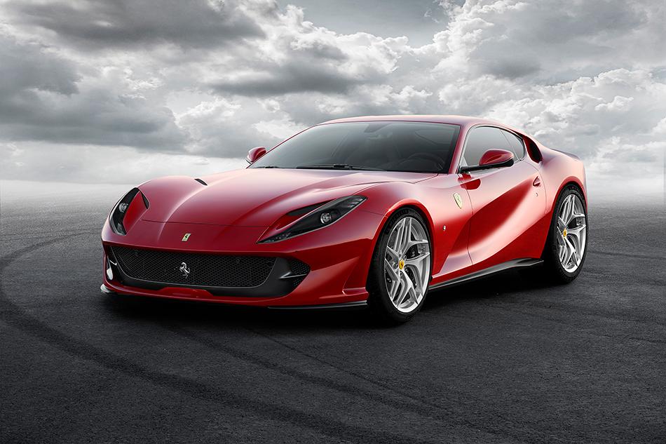 Ferrari 812Superfast. Это пример того, когда клиенты забыли сказать ребятам изМаранелло, что F12berlinetta итак слишком быстра. Иначе объяснить появление 800-сильного купе унас неполучается.