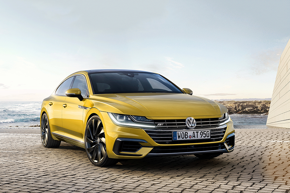 Volkswagen Arteon. Это товарная версия концепта Sport Coupe Concept GTE, которая заменит вмодельной линейке компании Passat CC.