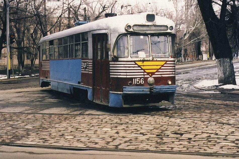 Доживающий свой век РВЗ-6на пересечении улиц Карла Маркса иКомсомольская (ныне улицы Конаева иТоле би). Начало 90-х прошлого столетия