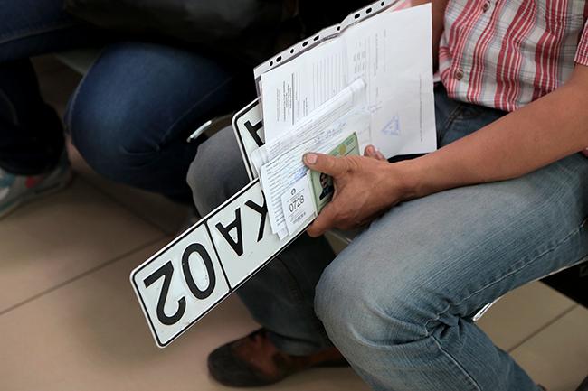 Техпаспорт и номера планируют доставлять на дом при онлайн-регистрации авто