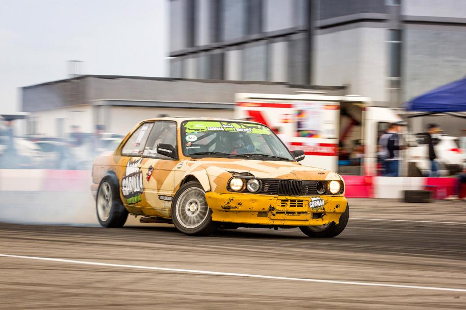 Витоге напервом этапе впрофессиональном классе была только одна BMW сбаварским мотором, это E30, накоторой выступал Владимир Бахтияров