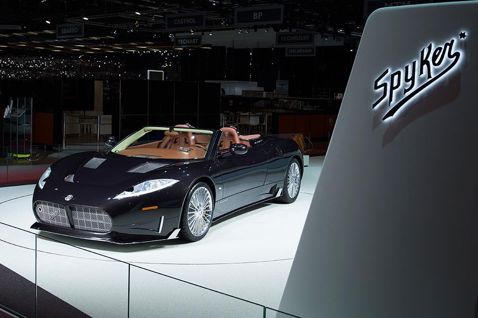 Spyker C8Preliator Spyder. Впоследние годы автомобили этой марки нельзя было назвать красавцами. Неисключение иновинка. Ноунеё есть одно важное отличие— теперь вместо моторов Audi в«спайкерах» будет биться 600-сильное 5-литровое сердце Koenigsegg.