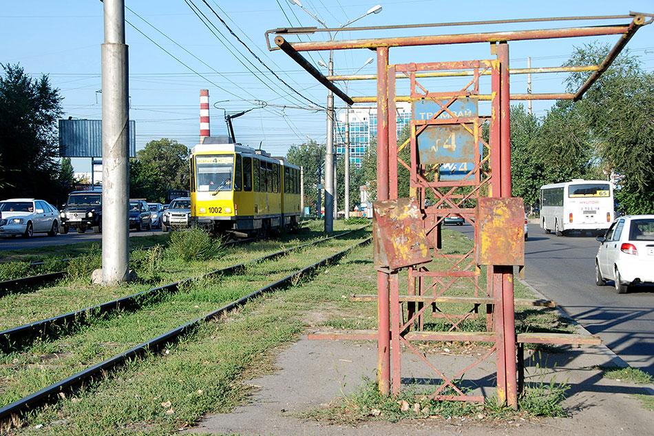 2013год. Трамвай Tatra KT4D-t mod наулице Толе би. Эти вагоны, которые курсируют погороду исегодня, депо получило летом 2013года. Они также были доставлены изГермании, но, как ипредыдущие, являлись далеко неновыми, асписанными, нопрошедшими полный ребилд