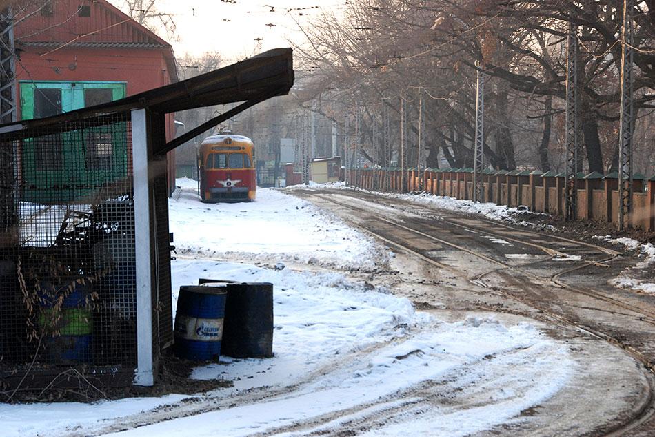 2015год. Трамвайное депог. Алматы, назадворках которого покоится старенький РВЗ-6. Вэтом году алматинскому трамваю исполняется 78лет