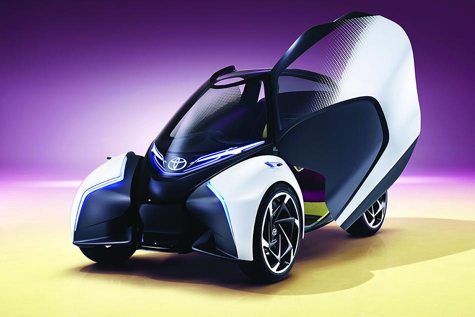 Toyota i-Trill. Основными клиентами для этого необычного автономного автомобиля в«Тойоте» видят женщин от30до50лет сдвумя детьми иактивным образом жизни внебольшом городе. Вот настолько специфичен это электромобиль.