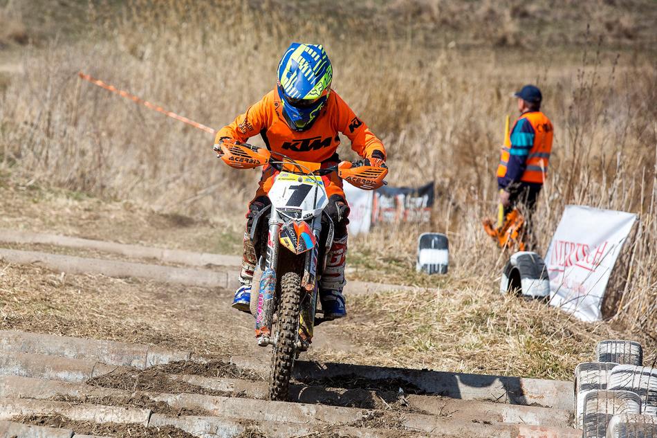 Оставшиеся четыре класса предназначены для взрослых спортсменов исерьёзной техники. Так, вLight допускаются мотоциклы двойного назначения или лёгкие эндуро собъёмом до250 кубиков