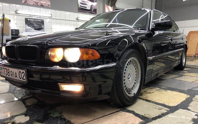 BMW 750 1994 года за 2 550 000 тг. в Алматы